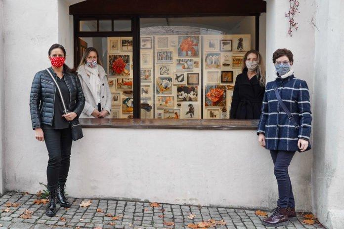 Karin Allar, Isabell Heusinger, Anna Meier und Anita Brandt vor dem KunstRaum Klostertor.