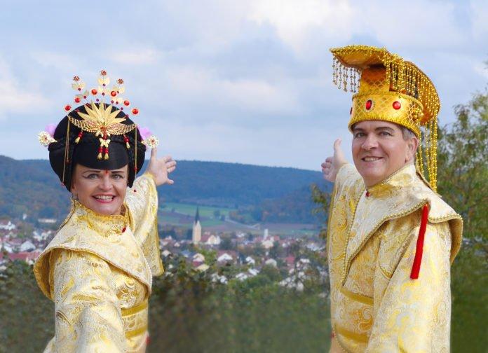 Regina und Karl Donauer sind das neue Kaiserpaar des Dietfurter Chinesenfaschings. Foto: Monika Benz