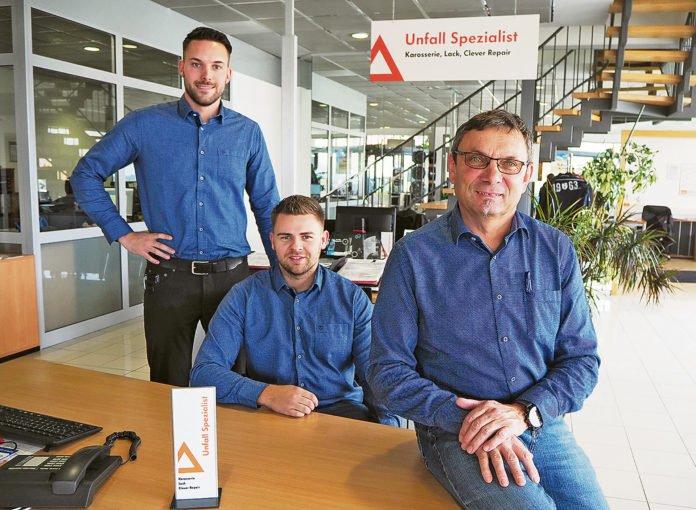 Tobias Gebert, Julian Ehrenreich und Max Schmidt sind Ihre kompetenten Berater bei jedem Unfallschaden. Foto: Fischer Automobile