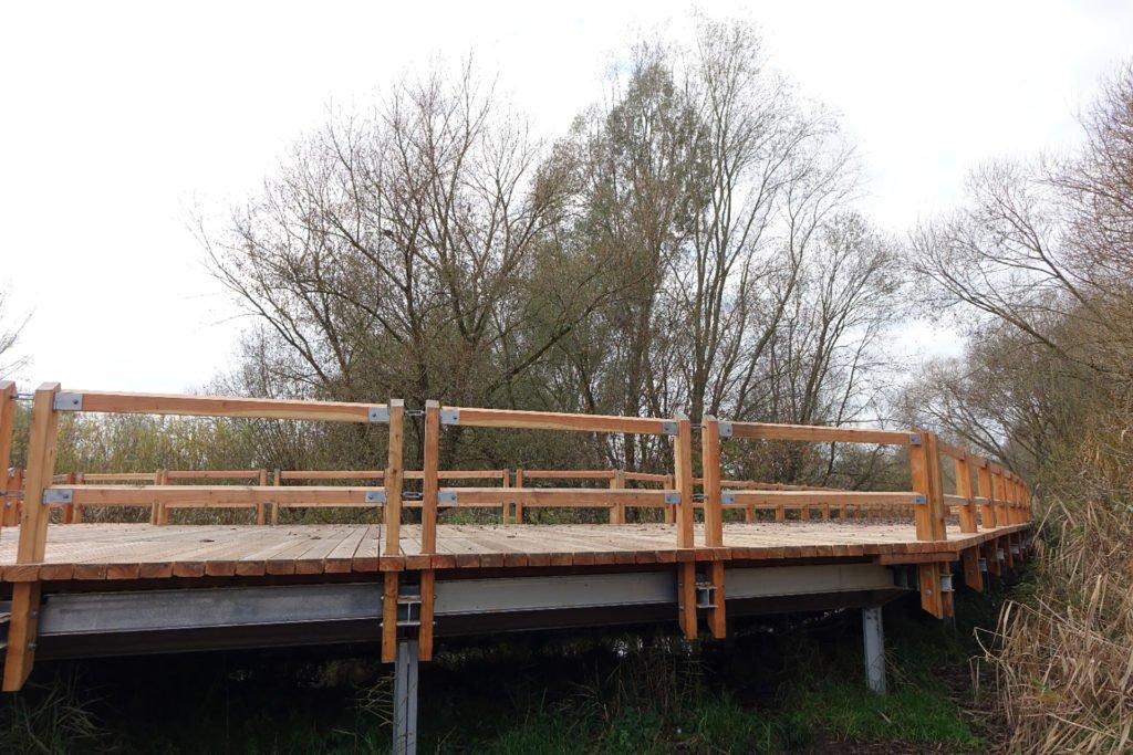 Die alten Träger und der Holzbohlenbelag wurden ausgetauscht und durch ein völlig neues Bauwerk ersetzt.