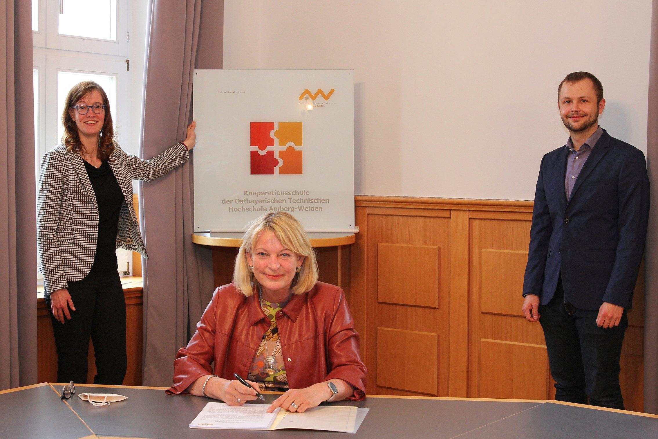 Oth Amberg Weiden Und Berufliche Schulzentren Der Region Schliessen Kooperationsvereinbarungen Wochenblatt Neumarkt